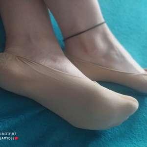 Silonkové tělové ťapky nošené v balerínách